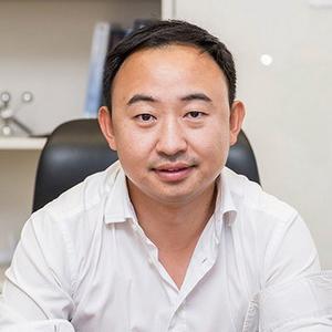 王 岩 (常务副会长)