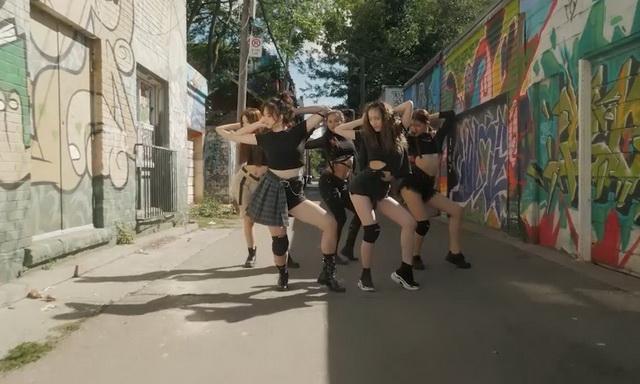 ../Downloads/22%20yl%20group跳舞.jpg